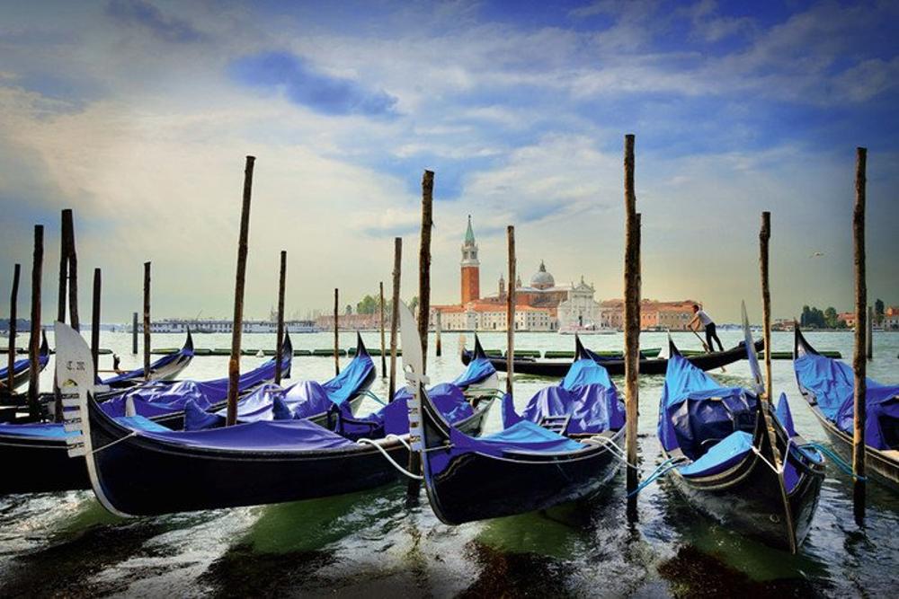 Gondeln am Markusplatz, Venedig